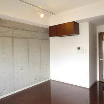 とってもとってもかっこいい※写真は8階の反転間取り別部屋のものです。