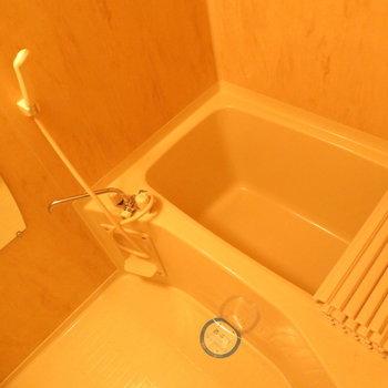 お風呂も広々と※写真は8階の反転間取り別部屋のものです。