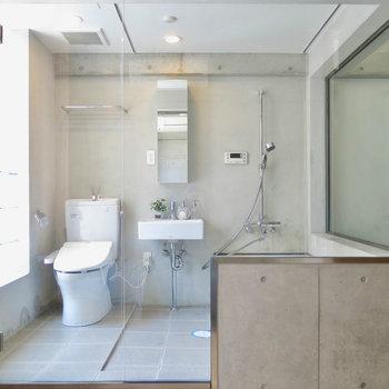 スケスケのお風呂(※写真は3階の同間取り別部屋のものです)