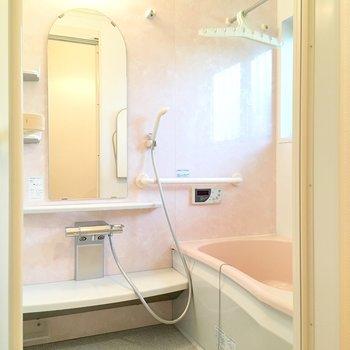 お風呂。ピンクです!いい!