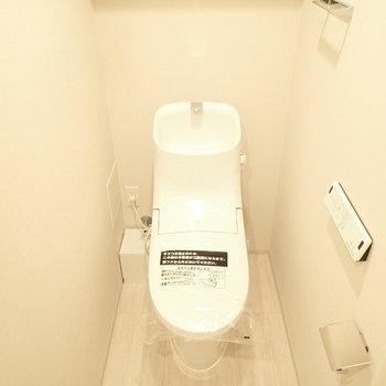 トイレの水出るところの形がユニークです。(※写真は10階の同間取り別部屋のものです)
