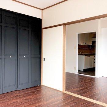 【LD】黒の収納扉はマットな質感が◎