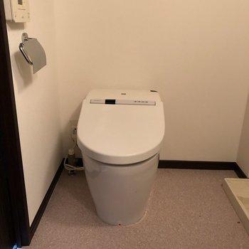 トイレも脱衣所に。ちゃんと掃除しなきゃ。