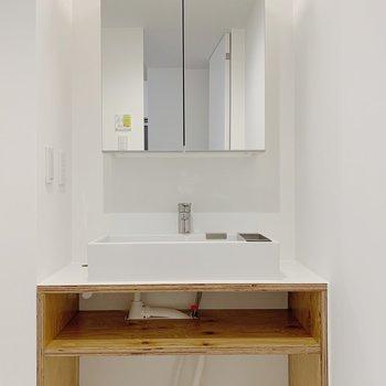 【1F】独立洗面台です。嬉しい。