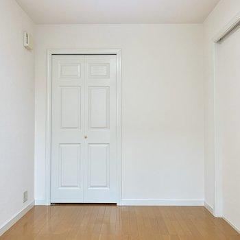 【洋室】奥の扉は・・・※写真は前回募集時のものです
