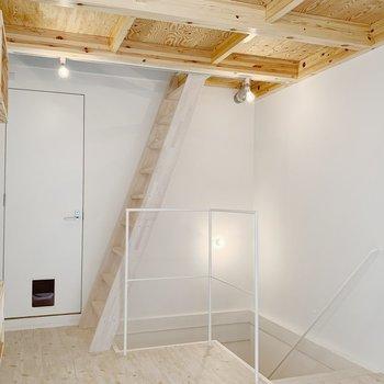 【2F】ロフトへのはしごがしっかりしていて安心感があります。