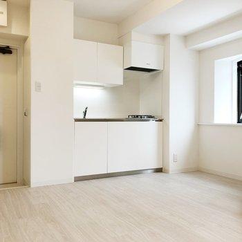 【LDK】キッチン周りも明るい雰囲気です