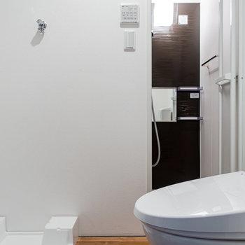 やや手狭ながら、バス・トイレ別、独立洗面台は嬉しい。