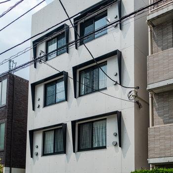 6個の窓が目印。