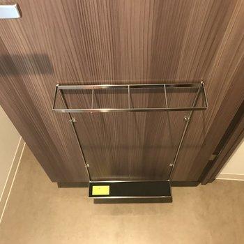 扉の部分には、傘立てがついてるんです!