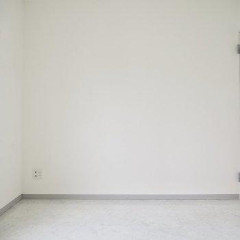 はい!ここはもうひとつの洋室。ここも6帖です〜