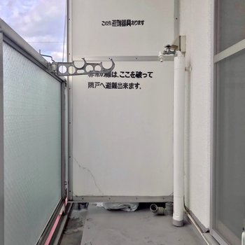 洗濯機置場はここ。洗って干す、ここで全部できちゃう。(※写真は6階の反転間取り別部屋、清掃前のものです)