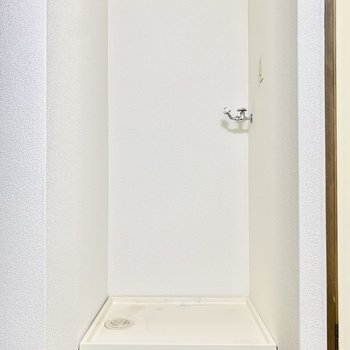 キッチンと同じ空間に洗濯機置き場もあります。
