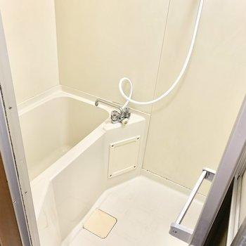 お風呂はとってもシンプル。脱衣所はありません。