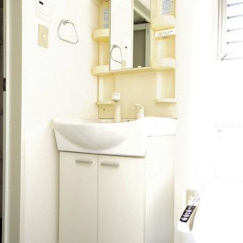 大きな洗面台でラクラク準備(※写真は6階の同間取り別部屋のものです)