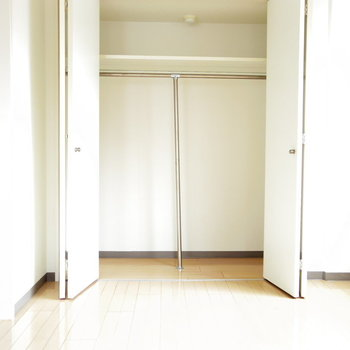 白くて綺麗な収納ゾーン(※写真は6階の同間取り別部屋のものです)