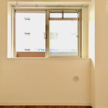 こちらは4.1帖の洋室。窓は出窓になっていますよ。(※写真は2階の同間取り別部屋のものです)