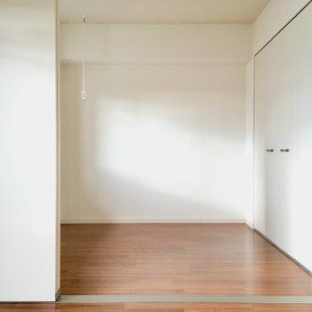 洋室は寝室にしようっと。低めのベッドで空間を広くみせたいなぁ。(※写真は2階の同間取り別部屋のものです)