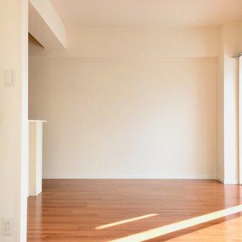 リビングとしてはコンパクトだけど、ソファも置けちゃうしゆったり空間作れそう。(※写真は2階の同間取り別部屋のものです)