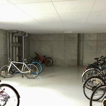 自転車置き場も広々。
