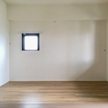 おとなりは5.1帖の洋室。(※写真は清掃前のものです)