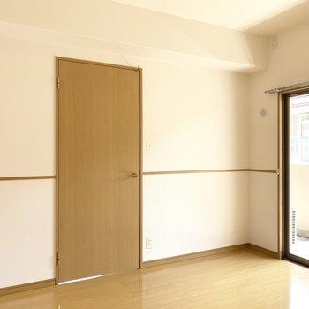 5.4帖の洋室は寝室として使いたいね。(※写真は2階の同間取り別部屋のものです)