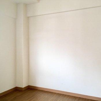 洋室です。仕切り扉はないのですが奥まっていて基地感。