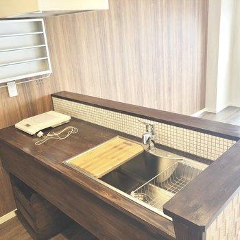 調理スペースが広いキッチン。2口以上のコンロも設置できそうですね。