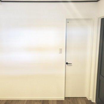 正面の扉はウォークインクローゼット。