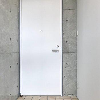 1階にも玄関があるけど、2階部分にも!ここからも出入りできますよ♪