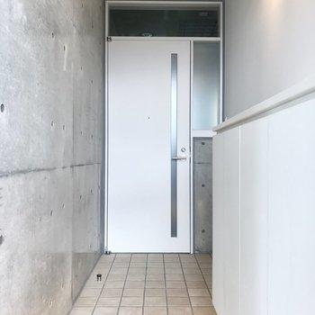 この長い玄関!玄関に大きな全身鏡置きたいな〜♪