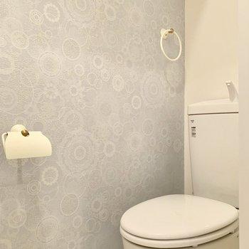 トイレの壁紙まで素敵です。