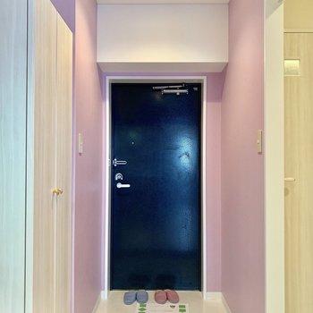 玄関までピンクです。