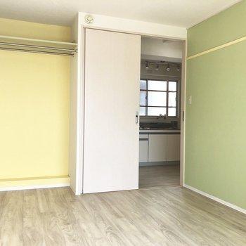【洋室①】間取り図左下のお部屋です。※写真はクリーニング前のものです