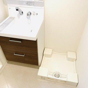 洗濯機は脱衣所に(※写真は3階の同間取り別部屋のものです)