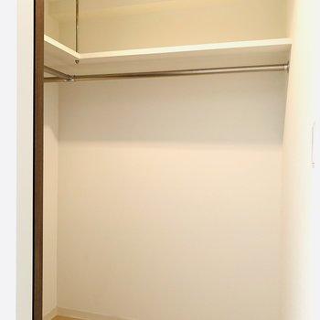 大きなウォークインクローゼット付き(※写真は3階の同間取り別部屋のものです)