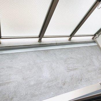 床が綺麗です(※写真は3階の同間取り別部屋のものです)