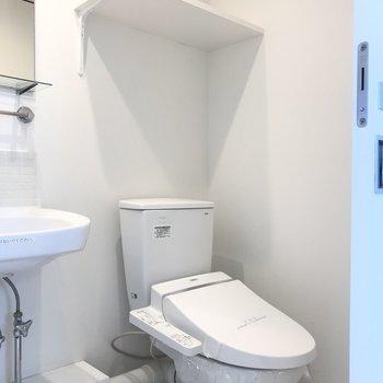 隣に綺麗なトイレ。※写真は前回募集時のものです