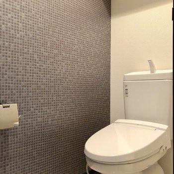 廊下左のドアの先にトイレがあります