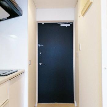 最後に玄関の収納を。※写真は12階の反転間取り別部屋のものです