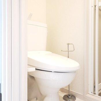 トイレは脱衣所の中にあります※写真は3階の同間取り別部屋のものです