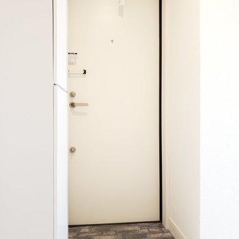 玄関のドアスコープにも花を飾りたいな※写真は3階の同間取り別部屋のものです