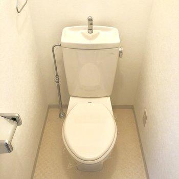 レトロさが落ち着くトイレ。※写真は前回募集時のもの・家具はサンプルです