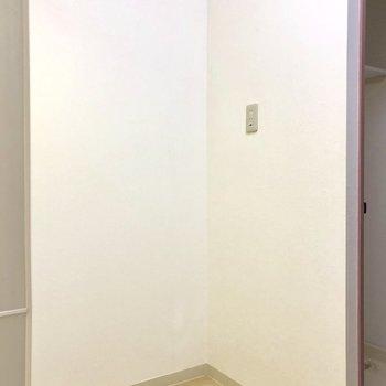 後ろに冷蔵庫置けます※写真は前回募集時のもの・家具はサンプルです