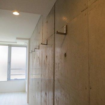 格納型のフック※写真は3階の同間取り別部屋のものです