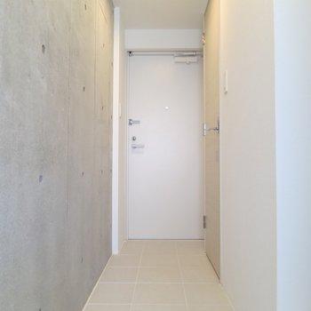 廊下と洗面所、トイレはこのタイル貼りです※写真は3階の同間取り別部屋のものです