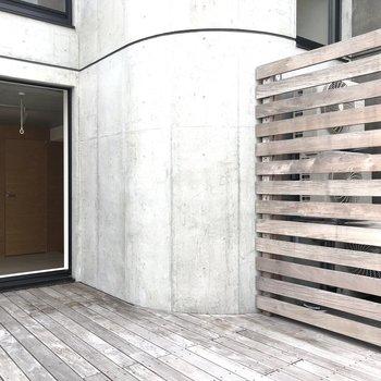 このカーブ。先ほどの階段スペースです。