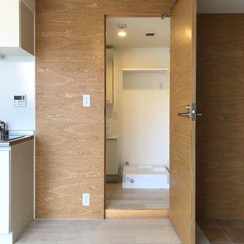 【下階】洗面所をみてみましょう。