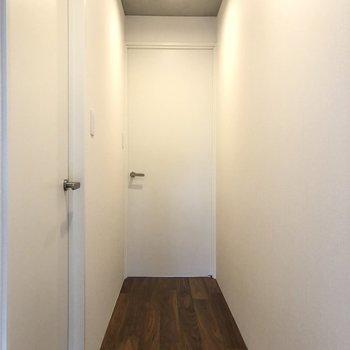 【上階】手前のお部屋からみていきましょう。