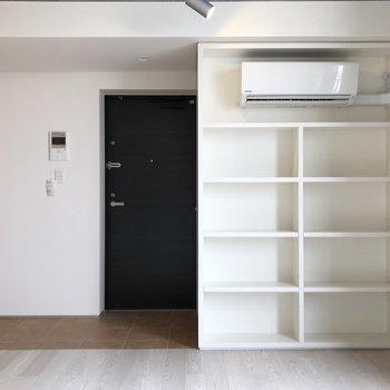 【下階】オープンな収納棚。重宝しそうです。